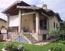 VILLINO IN BIFAMILIARE A FIANO ROMANO. FIANO ROMANO的两个家庭别墅. ДВУХСЛАВНАЯ ВИЛЛА В ФИНАНО РОМАНО